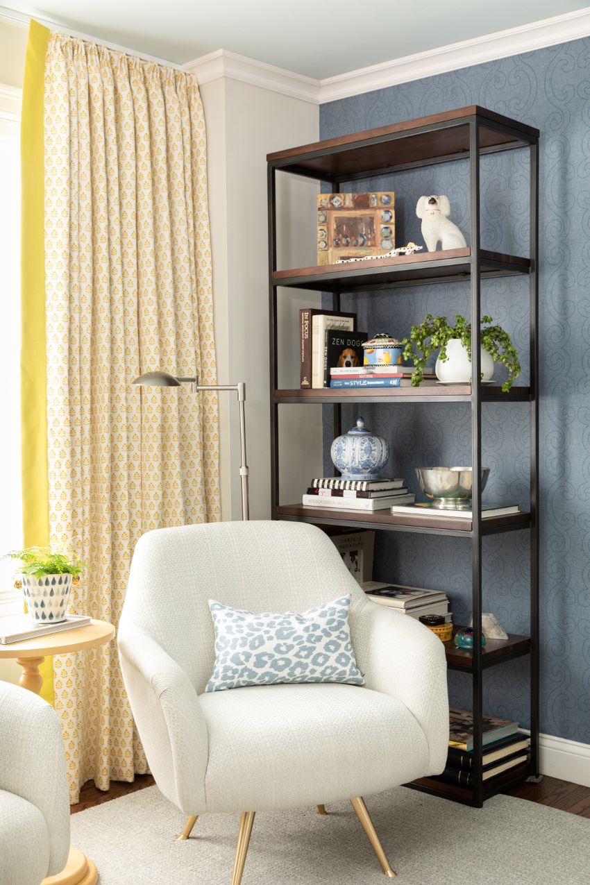 Article bookcase and chair