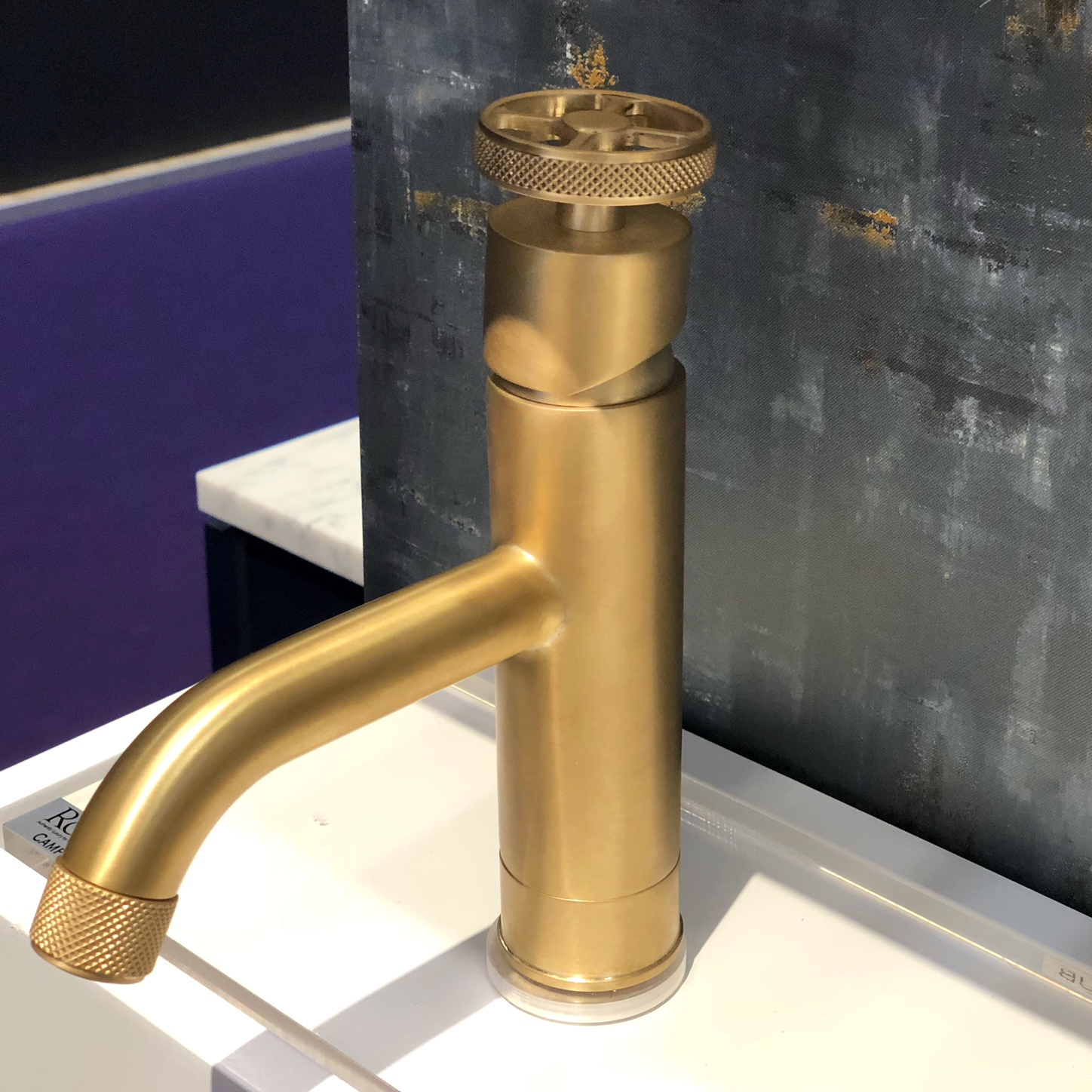 Color trends from the 2018 kitchen and bath show kbis for Bathroom faucet trends